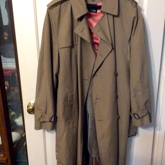 Stafford men's traditional tan trench coat 44L
